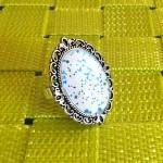 Bague-Cabochon-Blanc-et-Bleu-Reflet-Irisé-18x25